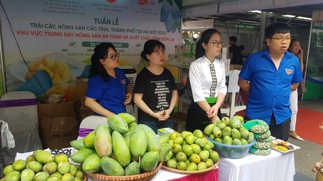 Vào hè, trái cây vùng miền đổ bộ hội chợ trái cây, nông sản Hà Nội ảnh 4