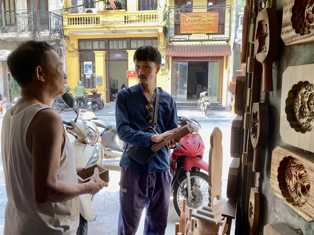 Triết lý 'ngược đời' của người thợ Hà thành 40 năm làm khuôn bánh Trung thu ảnh 3