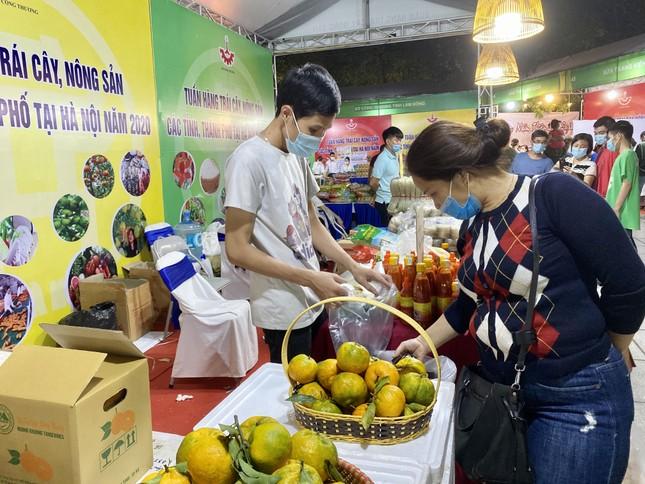 Na Hoàng Hậu 'khổng lồ' hút khách Hà Nội mua sắm chỉ có trong dịp cuối tuần này ảnh 3