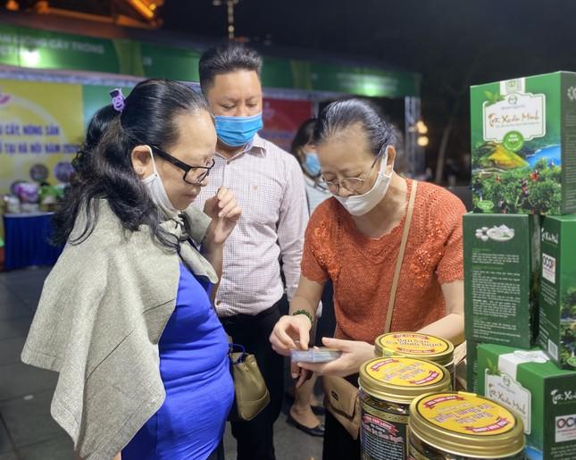 Na Hoàng Hậu 'khổng lồ' hút khách Hà Nội mua sắm chỉ có trong dịp cuối tuần này ảnh 7