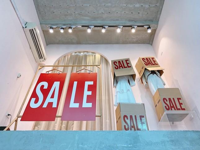 Nhiều cửa hiệu tưng bừng tung sale 'khủng' dịp Black Friday ảnh 8