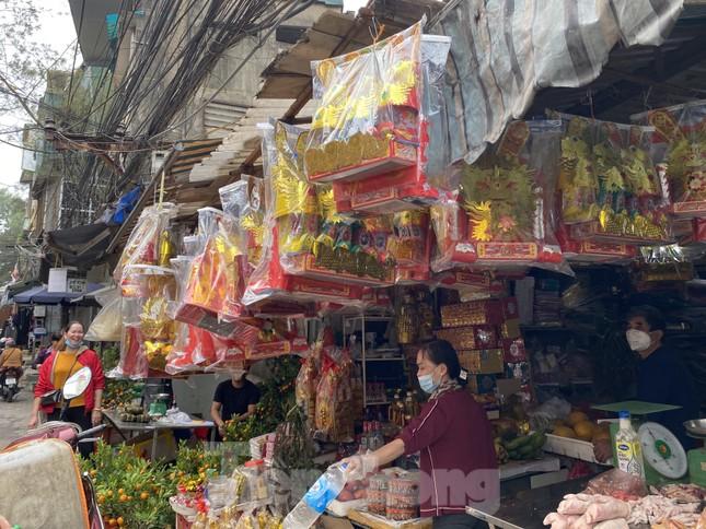 Thị trường chính ngày Ông Công ông Táo: Hoa quả đổ đống giá rẻ, cá chép đắt gấp đôi  ảnh 8