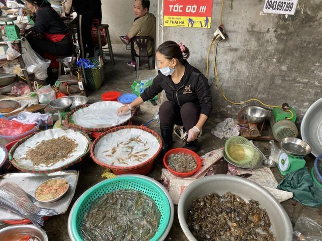 Cận Tết, giá thịt lợn ở Hà Nội giảm mạnh ảnh 3