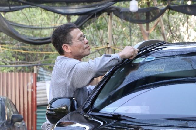 Giá rửa xe tăng cao, khách vẫn xếp hàng đợi chiều 30 Tết ảnh 6