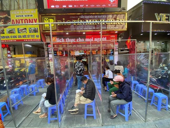 Nhiều nơi không còn cảnh xếp hàng, tiệm vàng đóng cửa ngày vía Thần tài ảnh 5