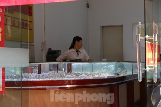 Nhiều nơi không còn cảnh xếp hàng, tiệm vàng đóng cửa ngày vía Thần tài ảnh 4