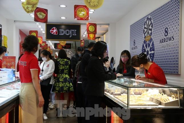 Nhiều nơi không còn cảnh xếp hàng, tiệm vàng đóng cửa ngày vía Thần tài ảnh 6