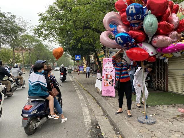 Hoa tươi đìu hiu ngóng khách, 'hoa sầu riêng' gây sốt ngày 8/3 ảnh 4