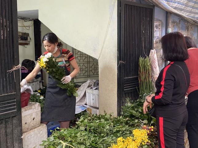 Mùng 1, hoa tươi giảm giá, dâu tây siêu rẻ ảnh 1