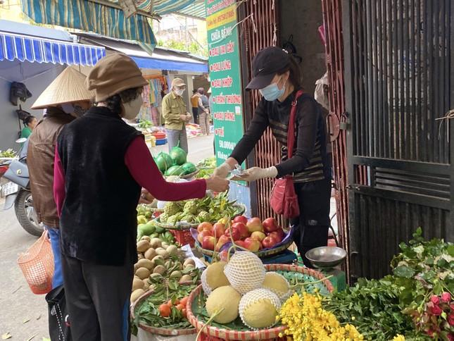 Mùng 1, hoa tươi giảm giá, dâu tây siêu rẻ ảnh 2