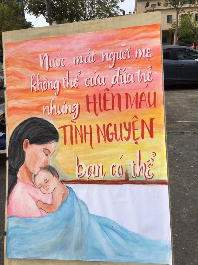 Nhiều thầy thuốc trẻ hiến máu Chủ nhật Đỏ ở Thái Bình ảnh 2