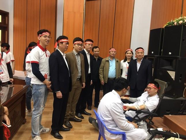 Nhiều thầy thuốc trẻ hiến máu Chủ nhật Đỏ ở Thái Bình ảnh 3