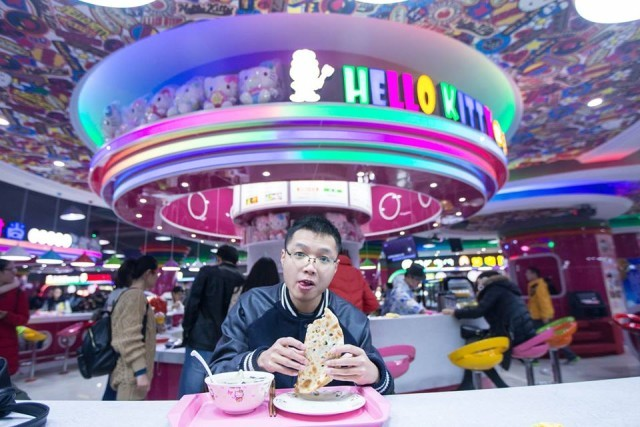 Nữ sinh Trung Quốc 'phát sốt' với căng-tin phong cách Hello Kitty ảnh 7