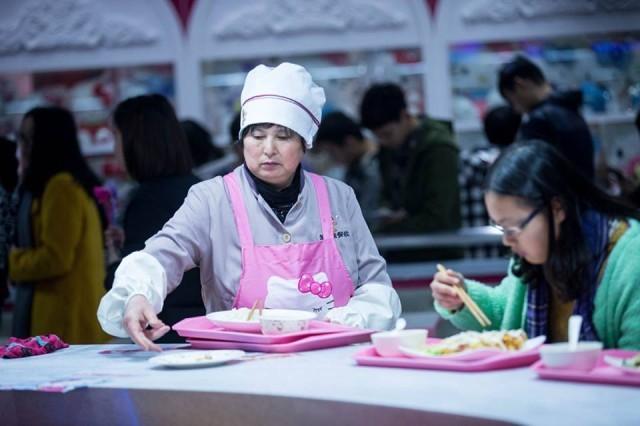 Nữ sinh Trung Quốc 'phát sốt' với căng-tin phong cách Hello Kitty ảnh 4