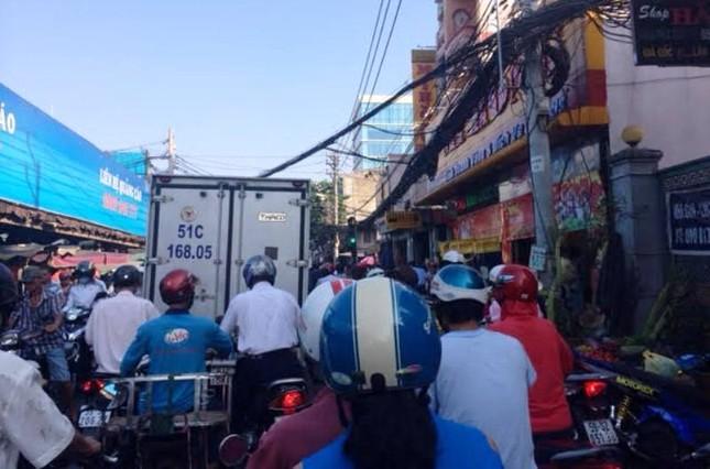 TP.HCM: Dân đi mua vàng khiến giao thông ùn tắc ảnh 1