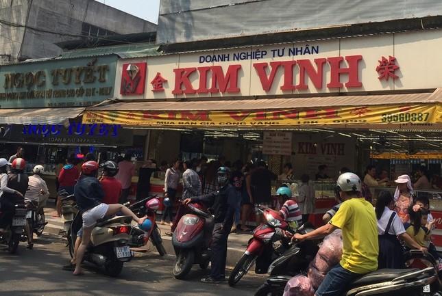 TP.HCM: Dân đi mua vàng khiến giao thông ùn tắc ảnh 3