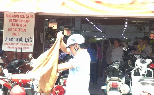 TP.HCM: Dân đi mua vàng khiến giao thông ùn tắc ảnh 6