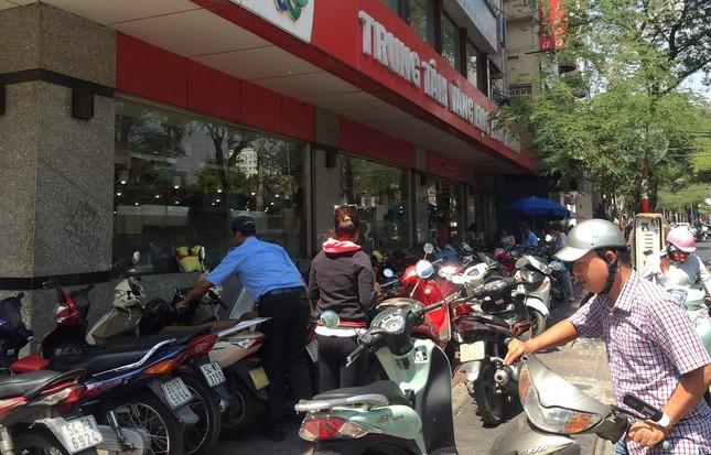 TP.HCM: Dân đi mua vàng khiến giao thông ùn tắc ảnh 8