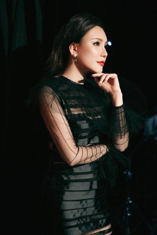 Hồ Quỳnh Hương phồng má tạo dáng trong hậu trường X Factor ảnh 12