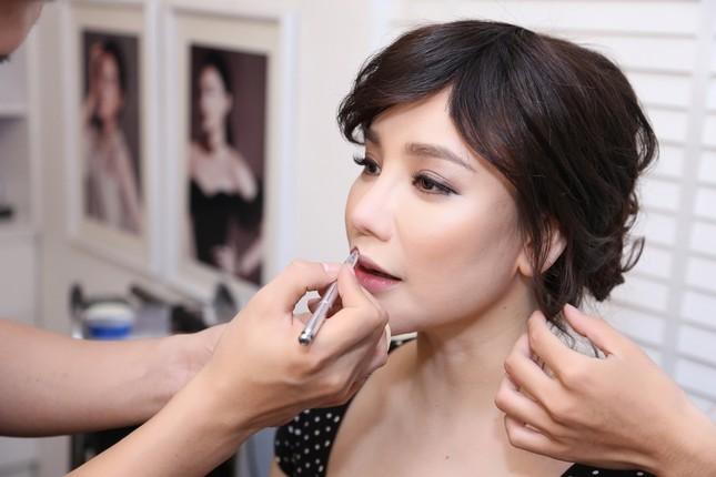 Hồ Quỳnh Hương phồng má tạo dáng trong hậu trường X Factor ảnh 1