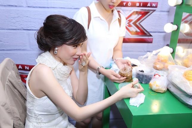 Hồ Quỳnh Hương phồng má tạo dáng trong hậu trường X Factor ảnh 3