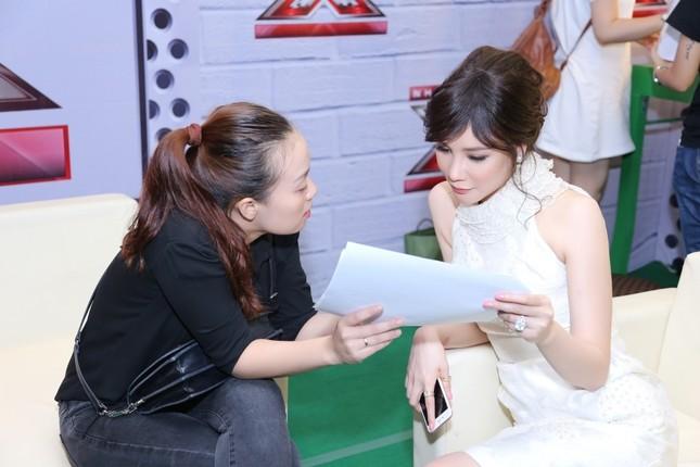 Hồ Quỳnh Hương phồng má tạo dáng trong hậu trường X Factor ảnh 6