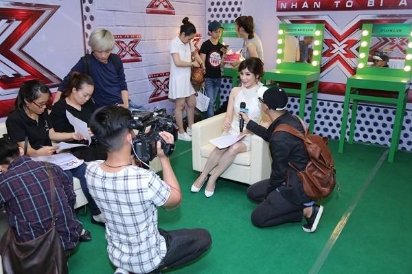 Hồ Quỳnh Hương phồng má tạo dáng trong hậu trường X Factor ảnh 5