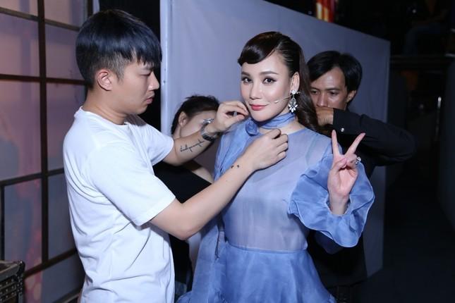 Hồ Quỳnh Hương phồng má tạo dáng trong hậu trường X Factor ảnh 10