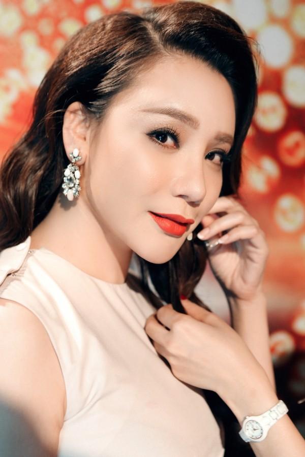 Hồ Quỳnh Hương phồng má tạo dáng trong hậu trường X Factor ảnh 19
