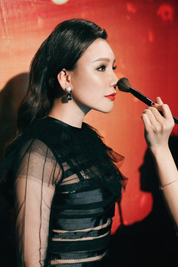 Hồ Quỳnh Hương phồng má tạo dáng trong hậu trường X Factor ảnh 17