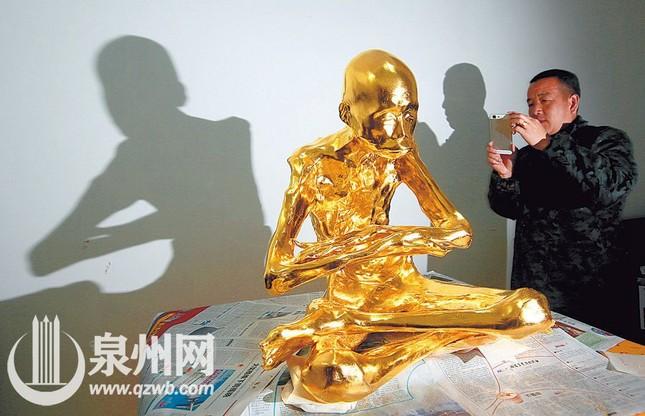 Dát vàng thi hài thiền sư được phong Phật sống ảnh 8