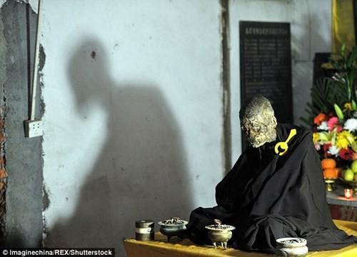 Dát vàng thi hài thiền sư được phong Phật sống ảnh 1