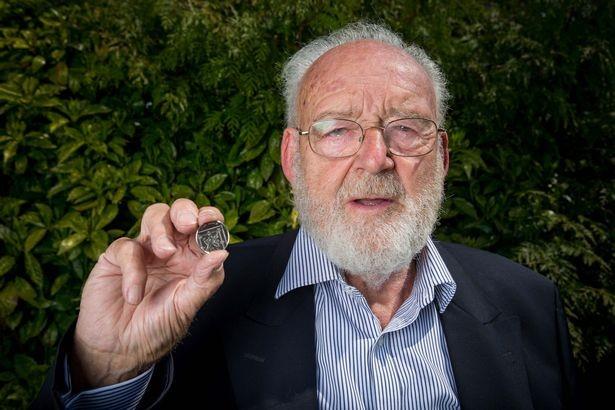 Đồng xu 'giả' tưởng bỏ đi có giá 2.000 bảng Anh ảnh 3
