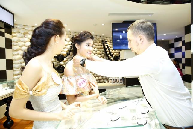 Người đẹp HHVN được tặng vòng ngọc trai 10 triệu ảnh 3
