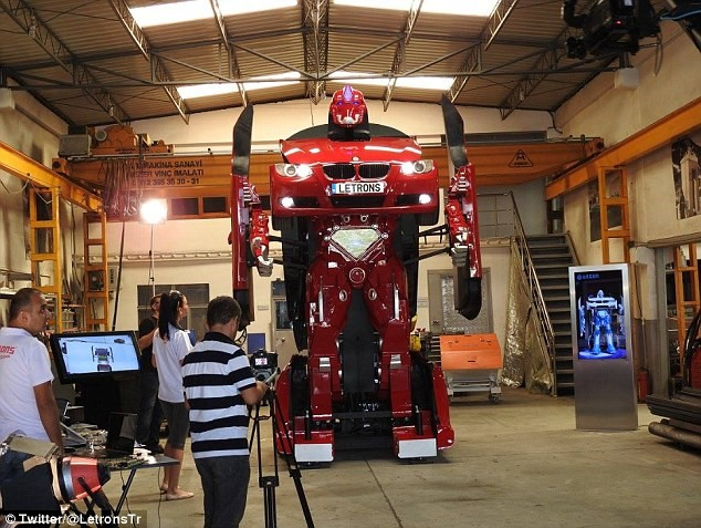 'Hóa phép' BMW thành robot Transformer bằng một nút bấm ảnh 1