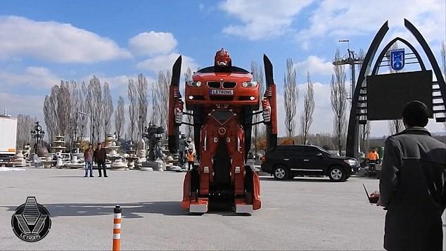 'Hóa phép' BMW thành robot Transformer bằng một nút bấm ảnh 4