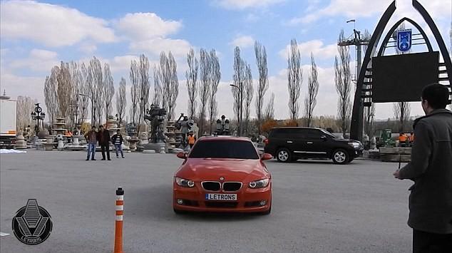 'Hóa phép' BMW thành robot Transformer bằng một nút bấm ảnh 2
