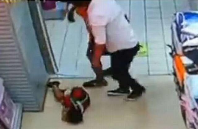 Bé trai tử vong thương tâm vì bị bố ngã đè lên người ảnh 1
