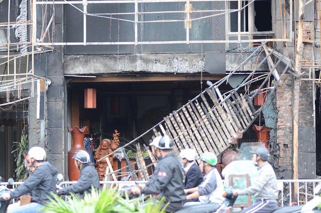 Ngổn ngang nơi hiện trường vụ cháy quán karaoke ảnh 4