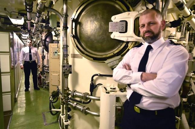 Tận thấy cuộc sống trong tàu ngầm 'khủng' nhất nước Anh ảnh 5