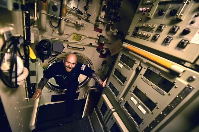 Tận thấy cuộc sống trong tàu ngầm 'khủng' nhất nước Anh ảnh 7