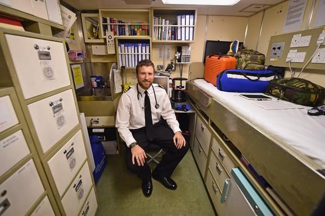 Tận thấy cuộc sống trong tàu ngầm 'khủng' nhất nước Anh ảnh 8