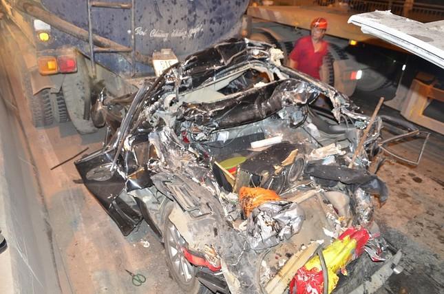 Xe Camry bị vò nát trong tai nạn liên hoàn, tài xế chết thảm ảnh 1