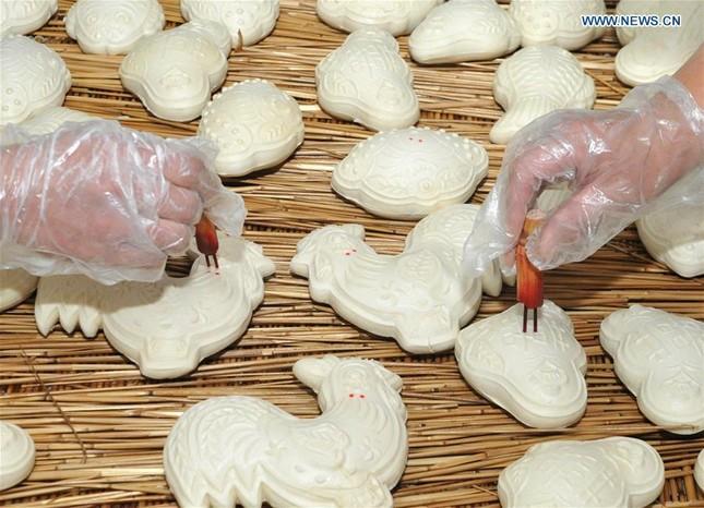 Nặn bánh bao hình gà đón năm Đinh Dậu ảnh 2