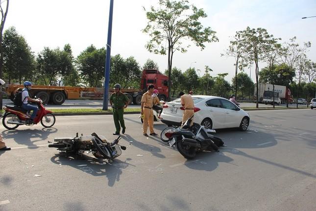 Nữ tài xế lái ô tô gây tai nạn liên hoàn với 4 xe máy ảnh 1