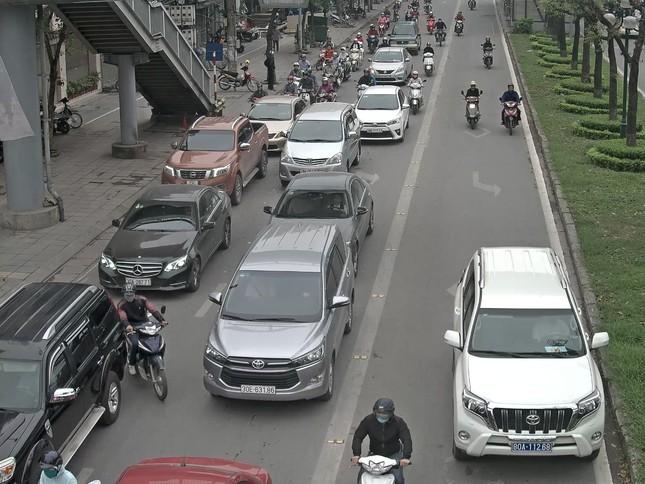25% ô tô cướp đường buýt nhanh là xe biển xanh, biển đỏ ảnh 2
