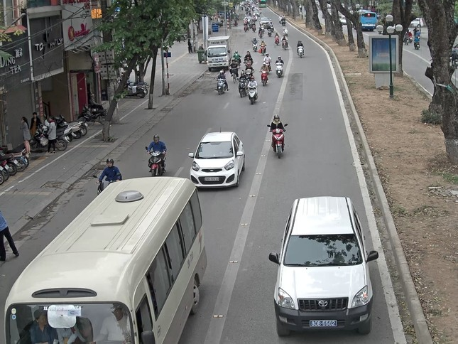 25% ô tô cướp đường buýt nhanh là xe biển xanh, biển đỏ ảnh 4