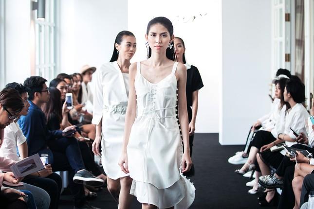 Angela Phương Trinh lần đầu ra mắt bộ sưu tập thời trang ảnh 4