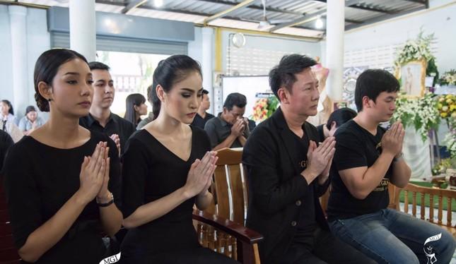 Lễ tang không có mặt cha mẹ của hoa hậu Thái Lan 19 tuổi ảnh 8