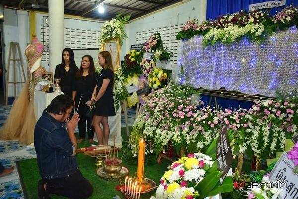 Lễ tang không có mặt cha mẹ của hoa hậu Thái Lan 19 tuổi ảnh 4